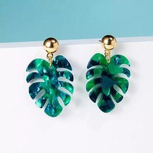 Tropical vibes leaf earrings NWT